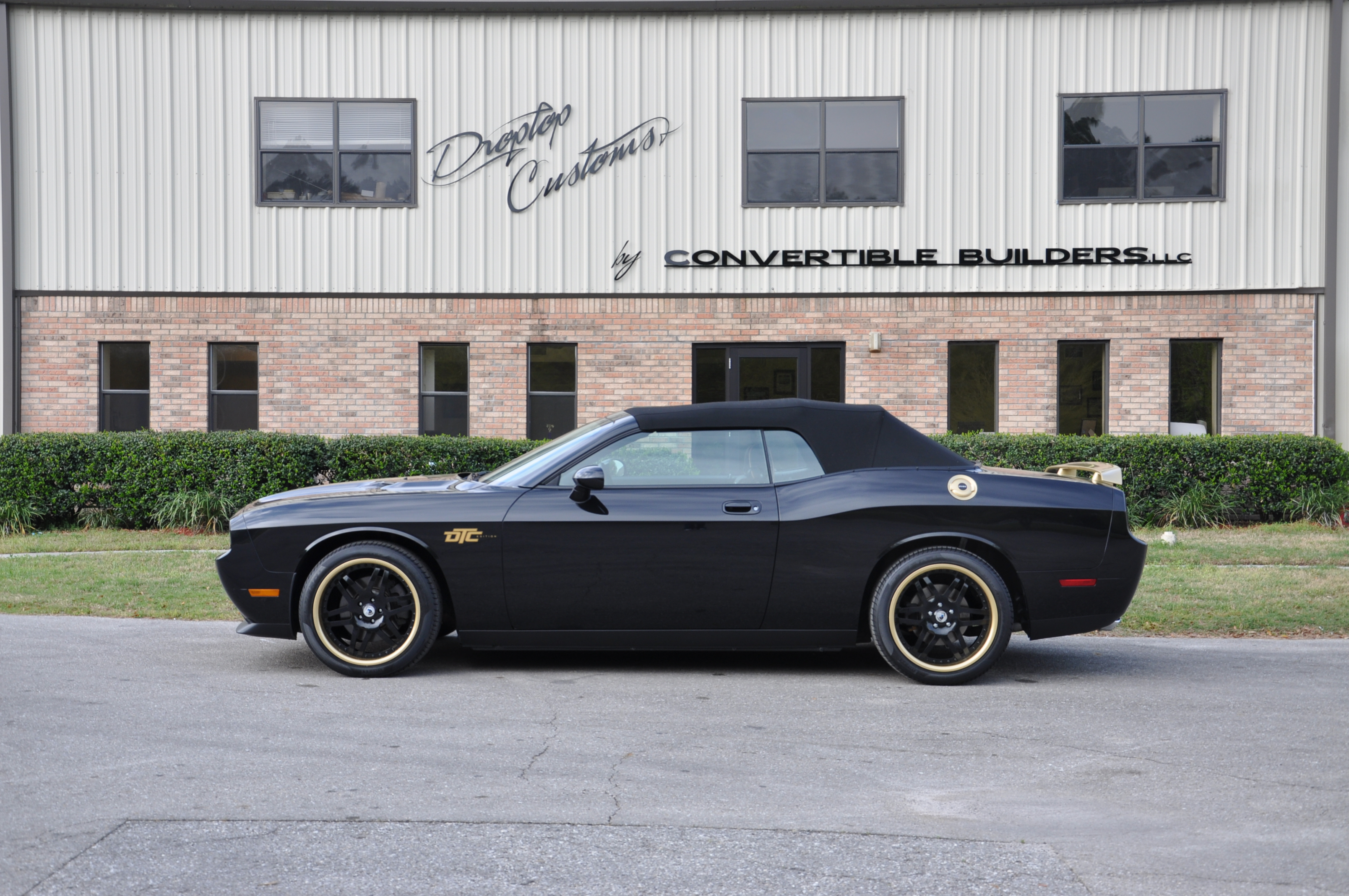 Black and Gold Challenger 3